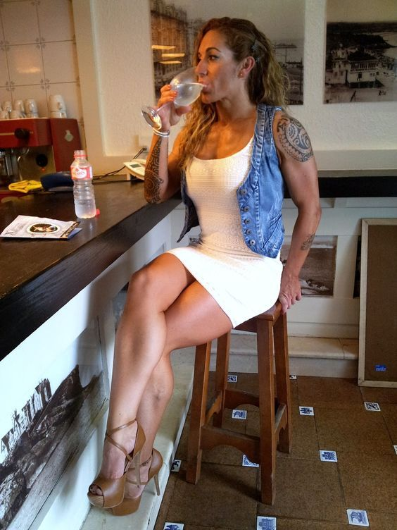 Women Crossed Legs And Muscular Calves Gallery On Blog Her Calves Muscle Legs