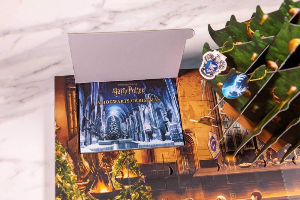 Harry Potter A Hogwarts Christmas Pop Up Advent Calendar Insight Editions 9781683839002 Am Hogwarts Christmas Christmas Pops Harry Potter Advent Calendar