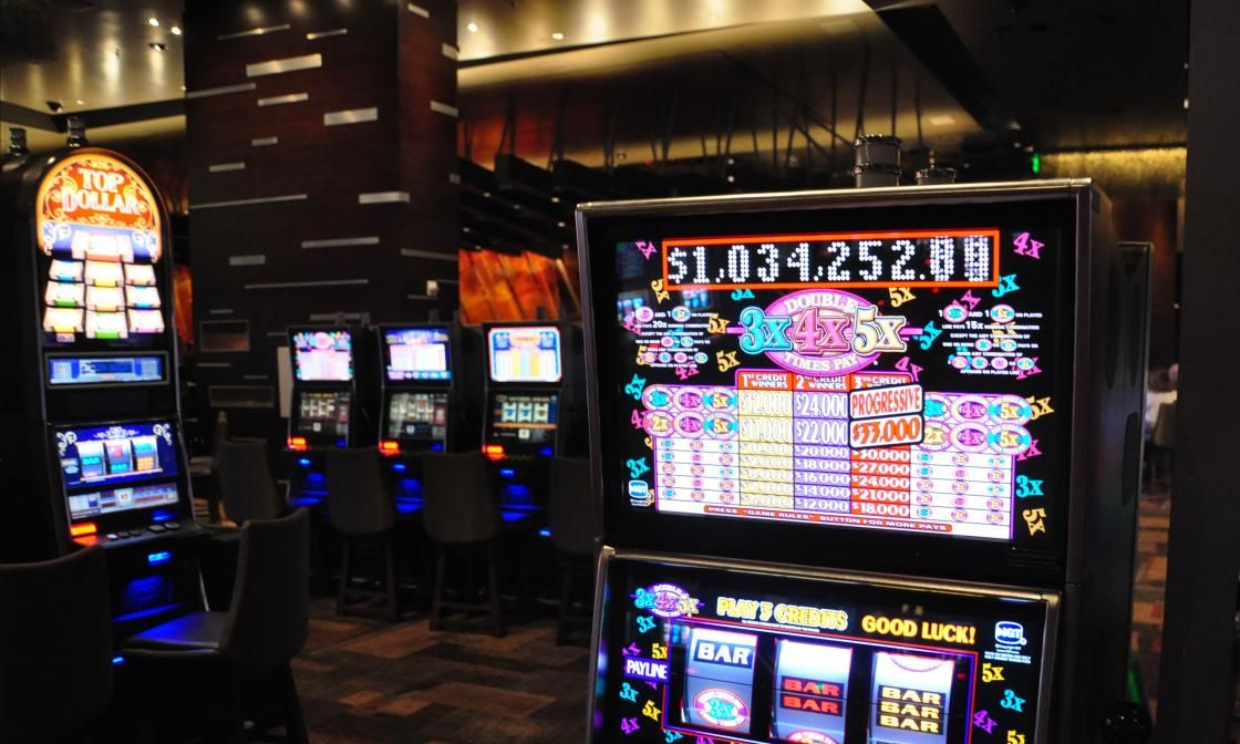 SLOTS | Las Vegas Hotels - ARIA Rooms at CityCenter | Casino las vegas, Las  vegas, Casino resort