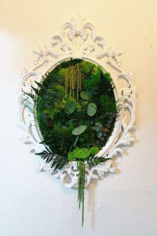 une uvre d 39 art murale avec des plantes vertes. Black Bedroom Furniture Sets. Home Design Ideas