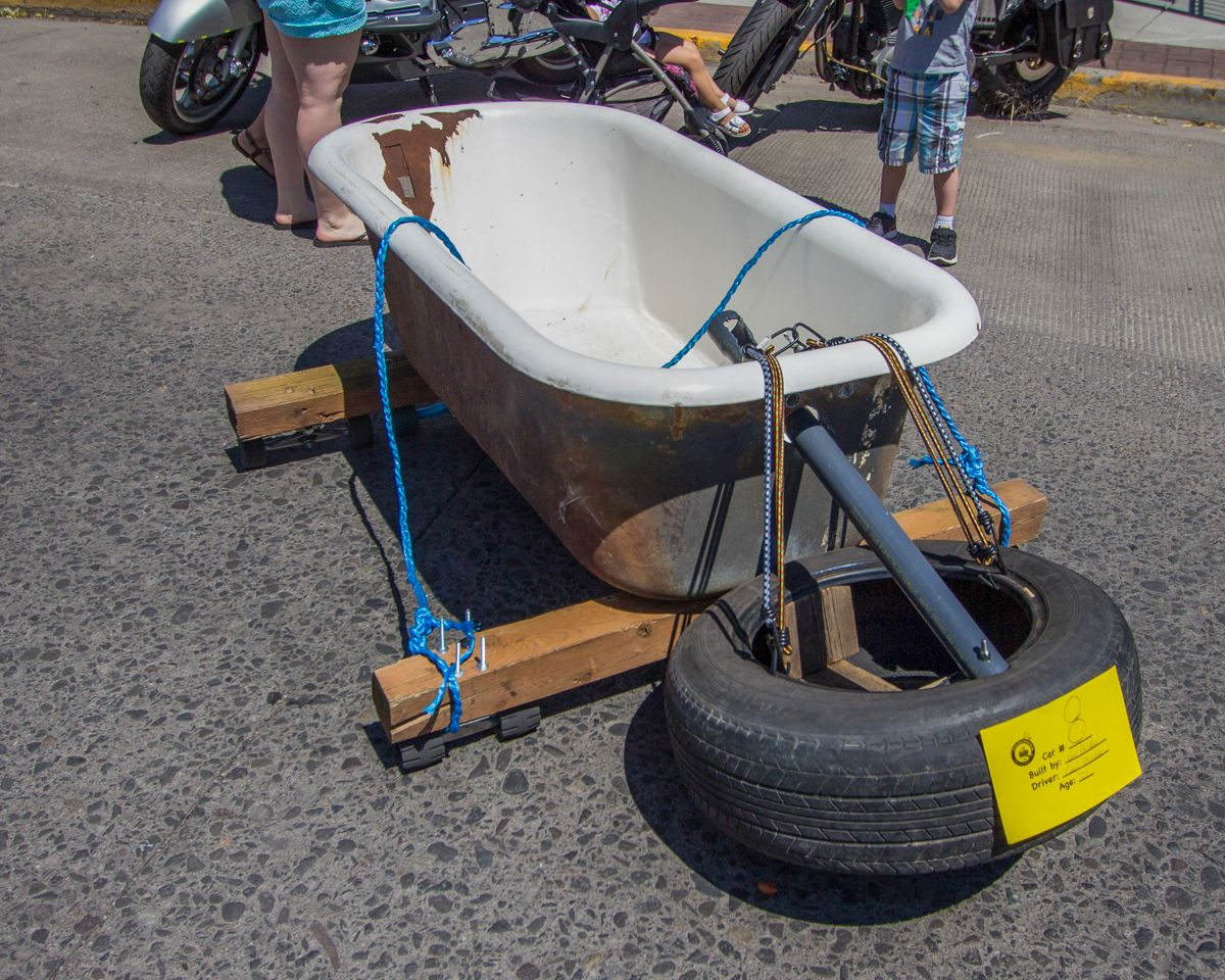 Clawfoot bathtub derby car with front power brake. Soap