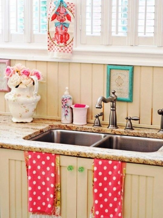 shabby-chic-küche-retro-wasserhahn-rosa-weiß | Keuken | Pinterest ...