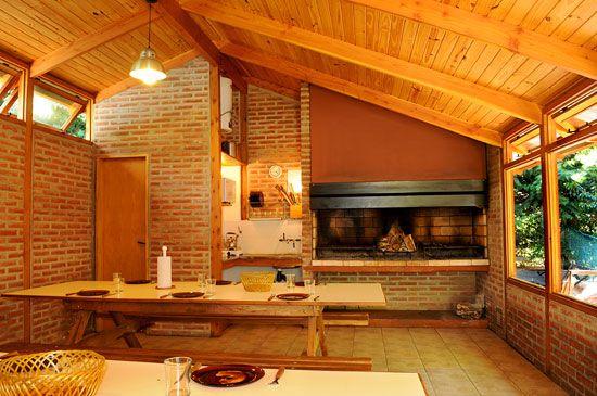 Dise os de quinchos cerrados con cocina dormitorio y for Quincho cocina comedor