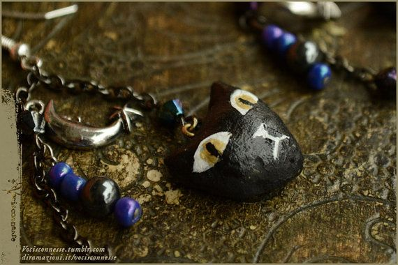 Gatto Nero e la Luna earrings by Vocisconnesse https://www.etsy.com/it/shop/Vocisconnesse  #crescentMoon #handmadeNecklace #witchEarrings #CatEarrings #VocisconnesseEtsy