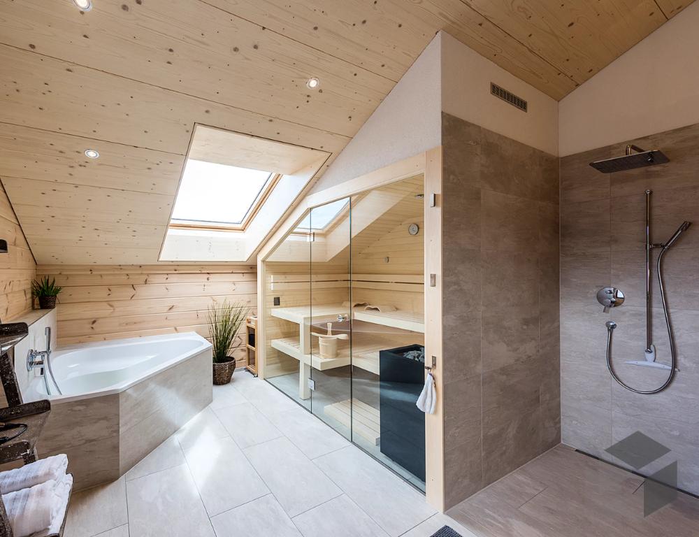 Modernes Bad Mit Sauna Und Regendusche In 2020 Badezimmer Dachschrage Badezimmer Dachgeschoss Haus Renovierung Ideen