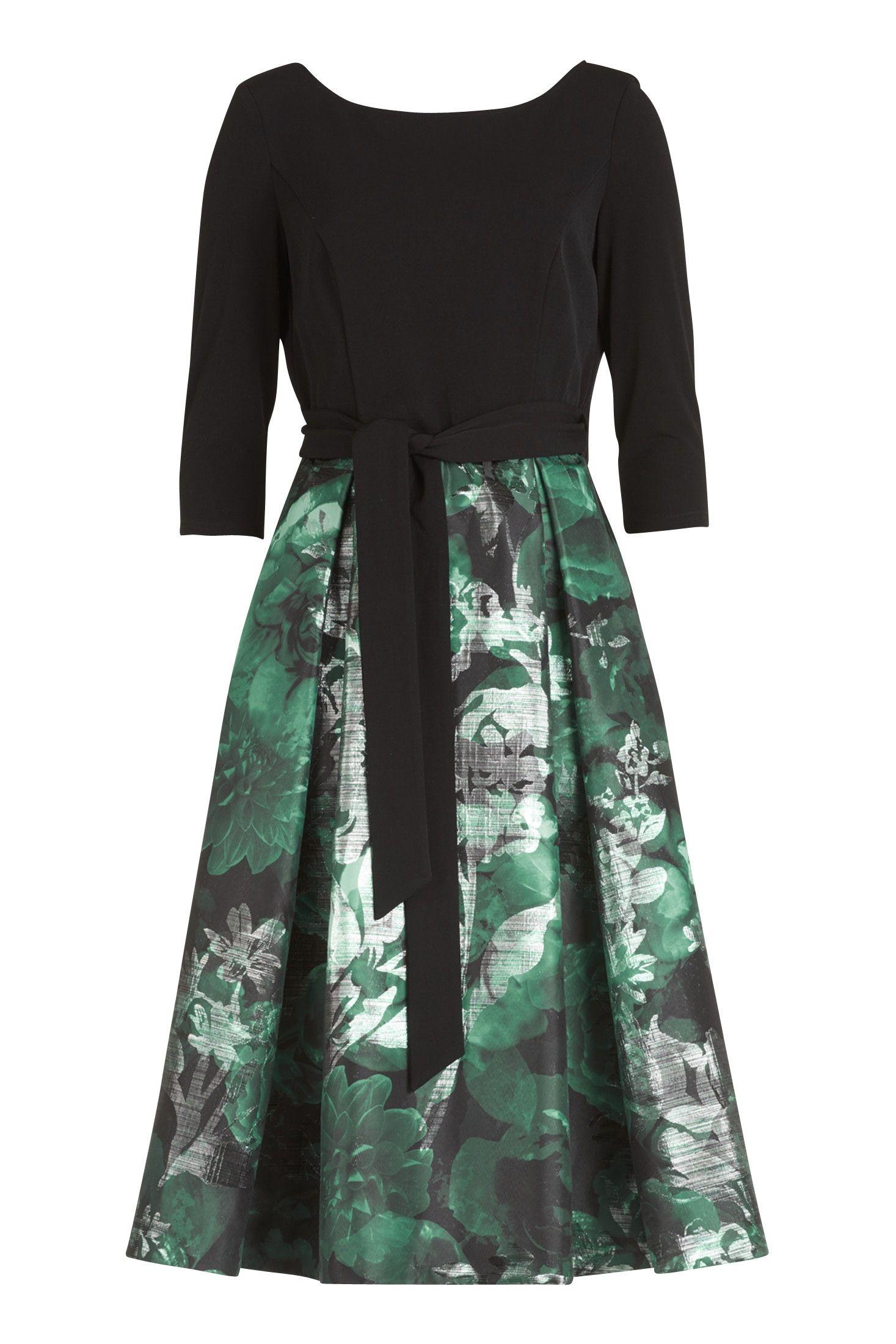 Midi-Kleid mit langen Ärmeln. #abendkleid #abendkleider