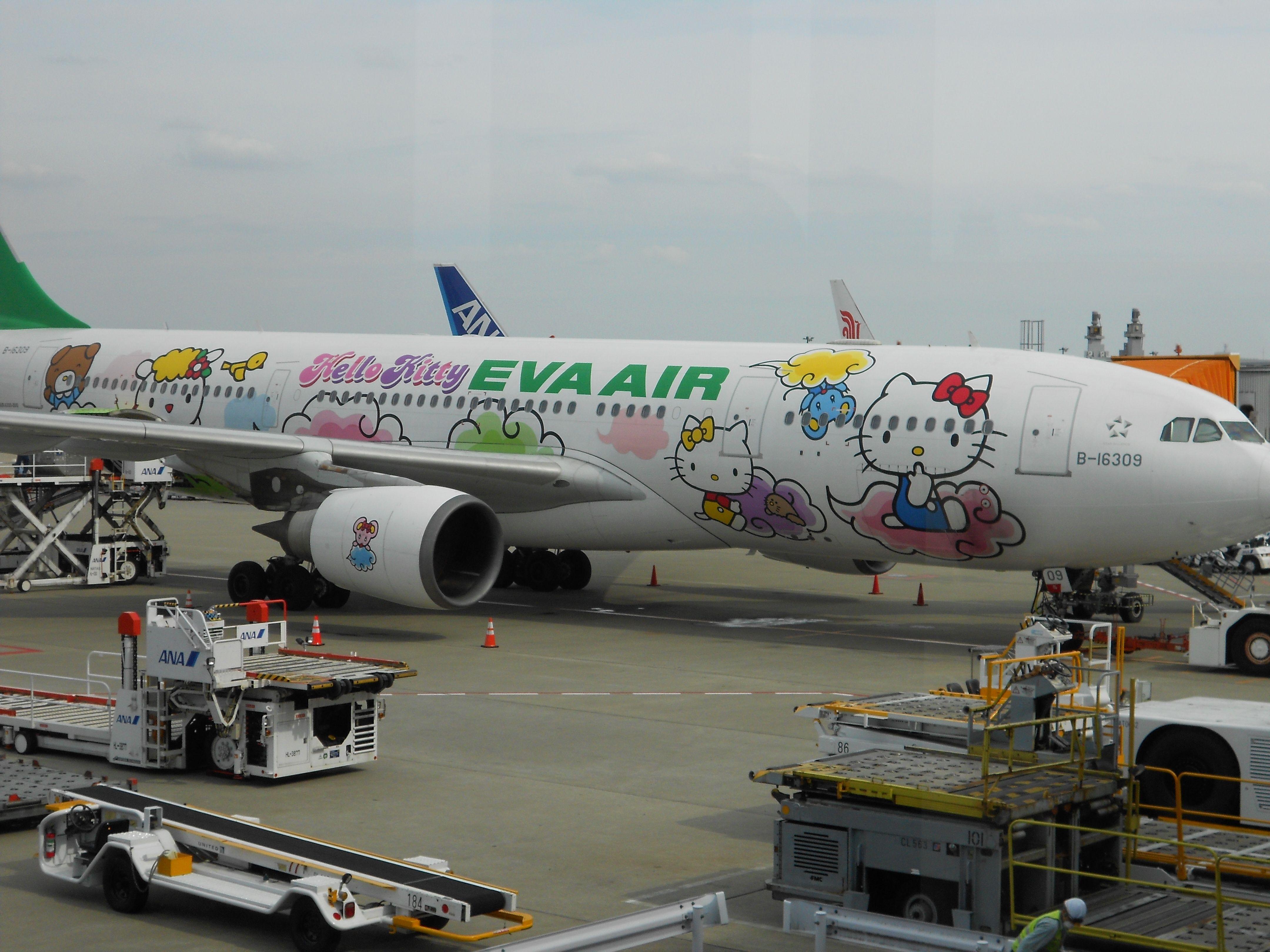 Hello Kitty Airplane! Eva Air Narita Airport Eva air