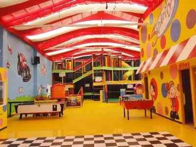 Salon fiestas infantiles buscar con google fiestas for Adornos para salon de casa