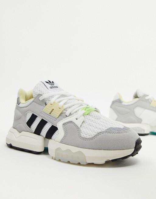 cuerno Cartero Mensurable  Zapatillas blancas ZX Torsion de adidas Originals   ASOS en 2020    Zapatillas blancas, Adidas mujer, Adidas originales