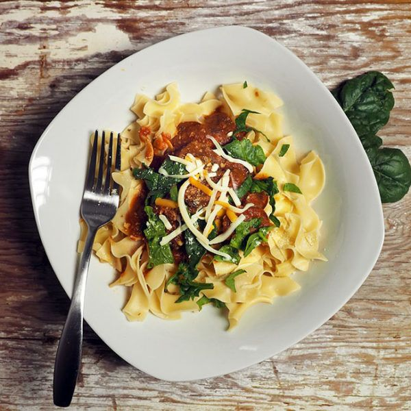Horquillas de pasta con salsa de tomate, albahaca molida y queso gratinado - Tapas