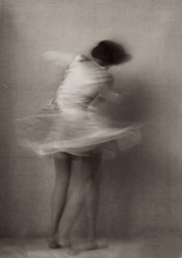 look here — Ellinor Tordis, 1928 Photography