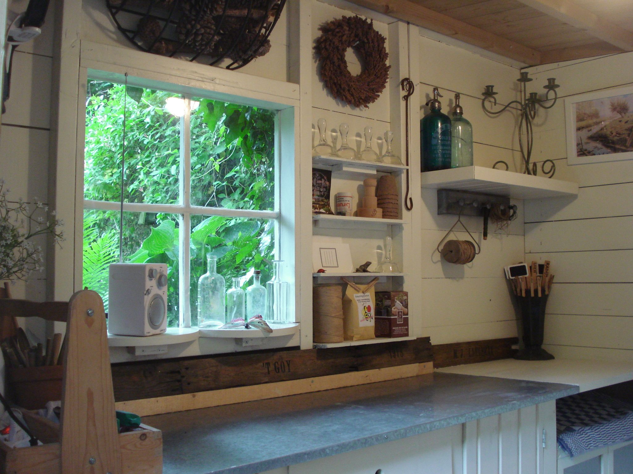 Inside garden shed inside potting shed ideas for the for Shed ideas inside