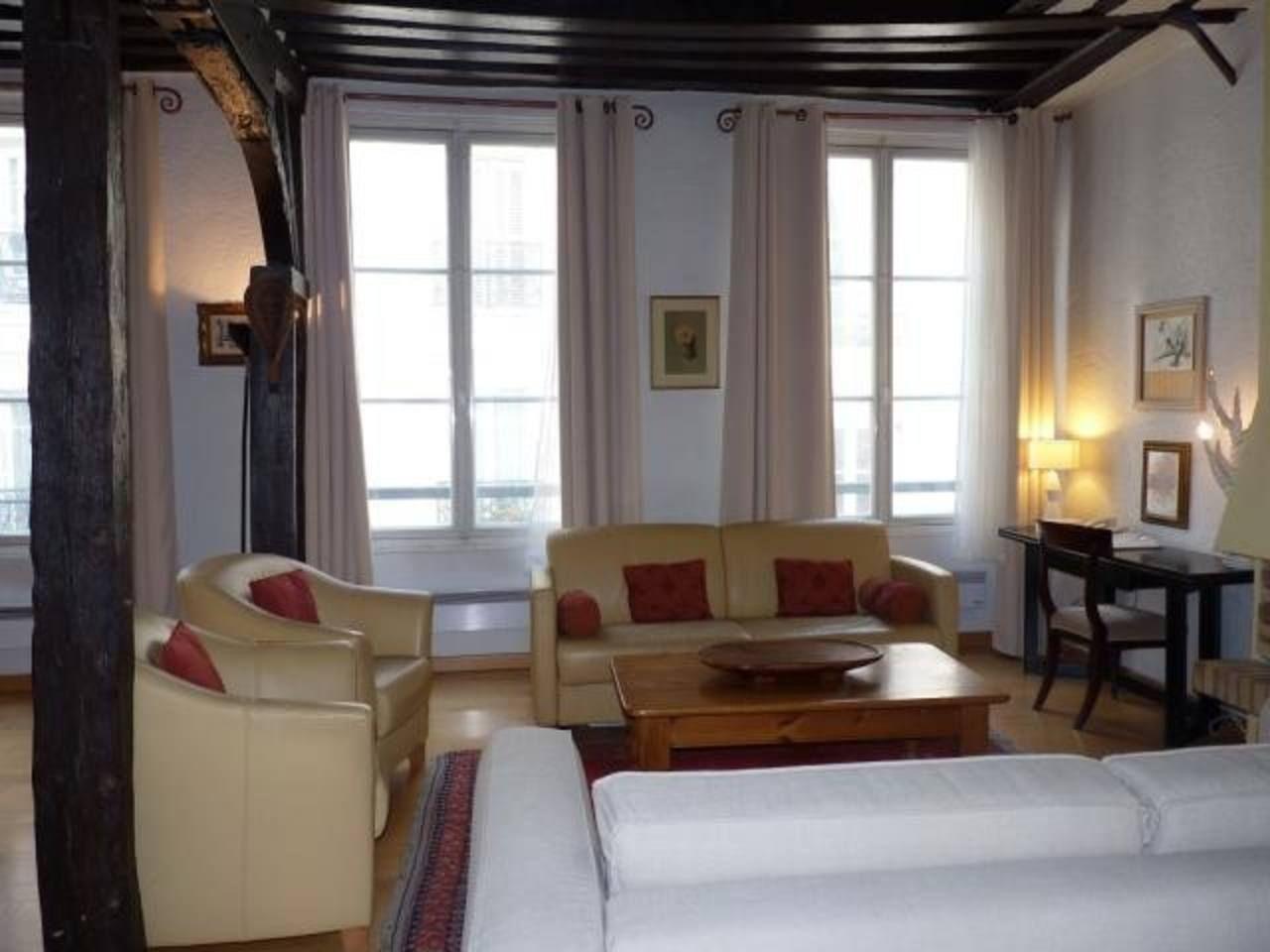 historical marais 1 br apartment apartments for rent in paris le rh pinterest com