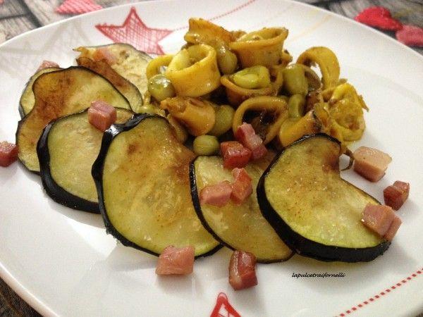 Totanetti con fave , chips di melanzane e pancetta