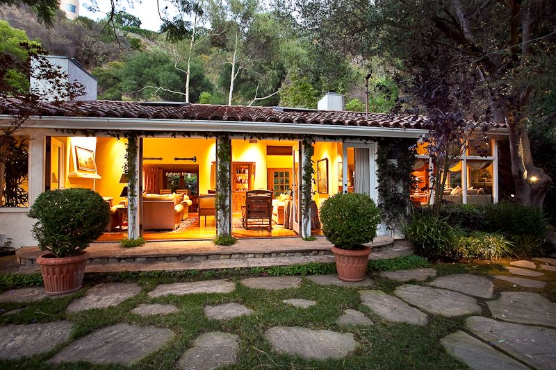 Old california and spanish revival style hacienda 39 s for Hacienda ranch style homes