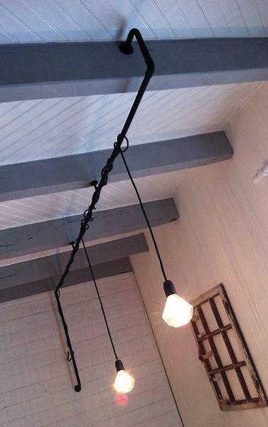 id e suspension si pas d 39 arriv e de fils lectriques au. Black Bedroom Furniture Sets. Home Design Ideas
