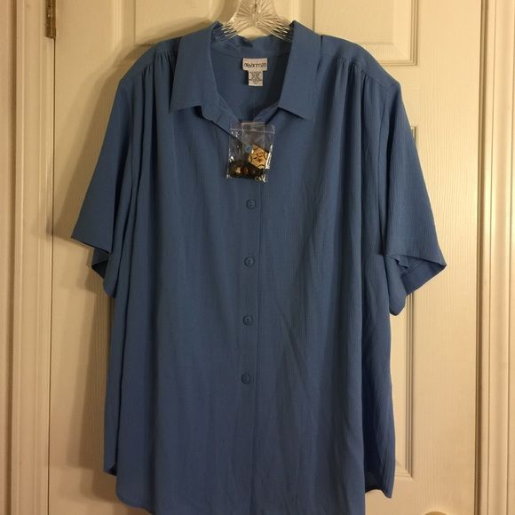 Blue short-sleeved button-down top with necklace Blue short sleeve button-down top with Necklace. Excellent condition. Apparenza Tops Button Down Shirts