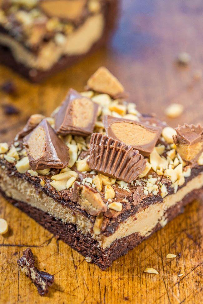 Peanut Butter Cup Cheesecake Brownies - Fudgy Brownies mit einer Schicht aus Erdnussbutter Käsekuchen und gekrönt mit Erdnüssen und Erdnussbutter Tassen !!  Reich, dekadent, und erstaunlich!  Ein Muss für alle machen Erdnussbutter-Liebhaber !!