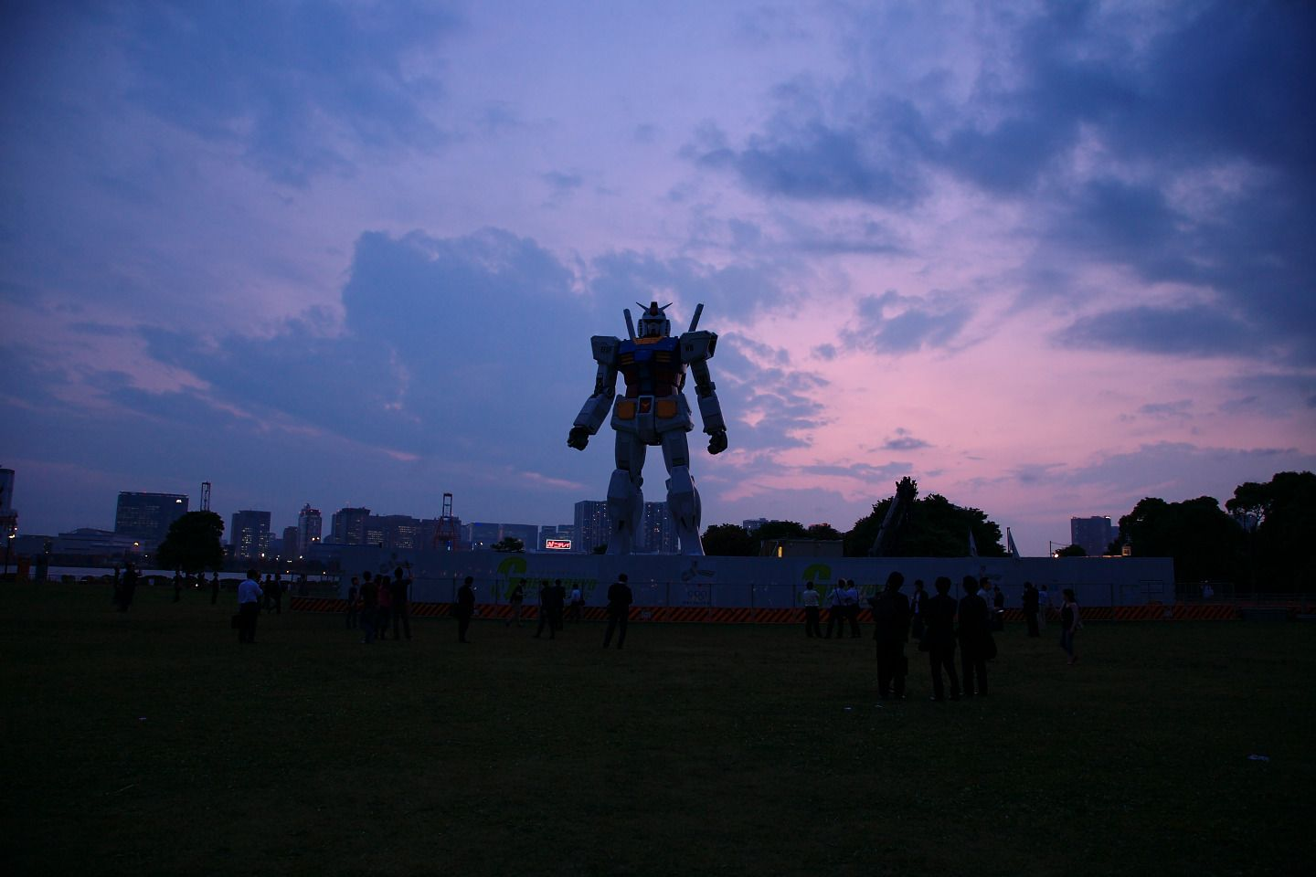giant robot statues in japan - polycount
