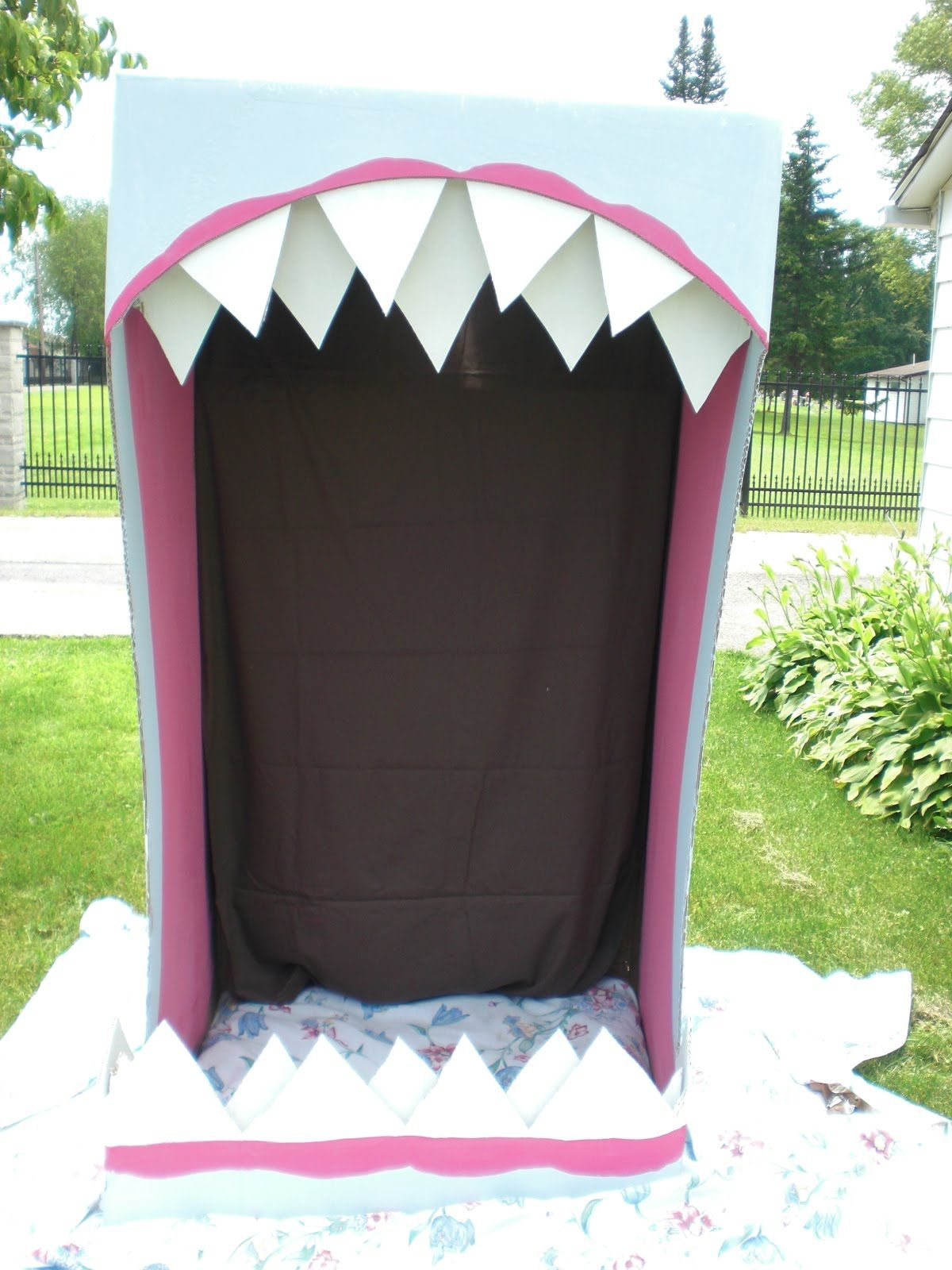Shark mouth doorway - garage door variation | Halloween ...