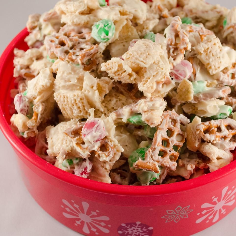 10 Snacks To Enjoy While You're Decorating The Christmas