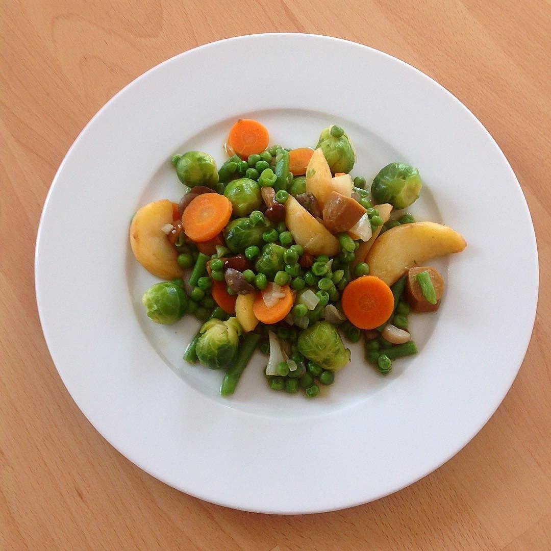 Schnelles #Mittagessen mit Gemüse Pilzen und Seitan :) #food #foodpics #vegetables #vegetarian #vegan #yummy #instafood #nomnom #dinner #healthy #plantbased #lowfat #lowcarb #lowcal #protein #fitness #veganfood #vegangermany #crueltyfree #instadaily #eatclean by martin_s_k