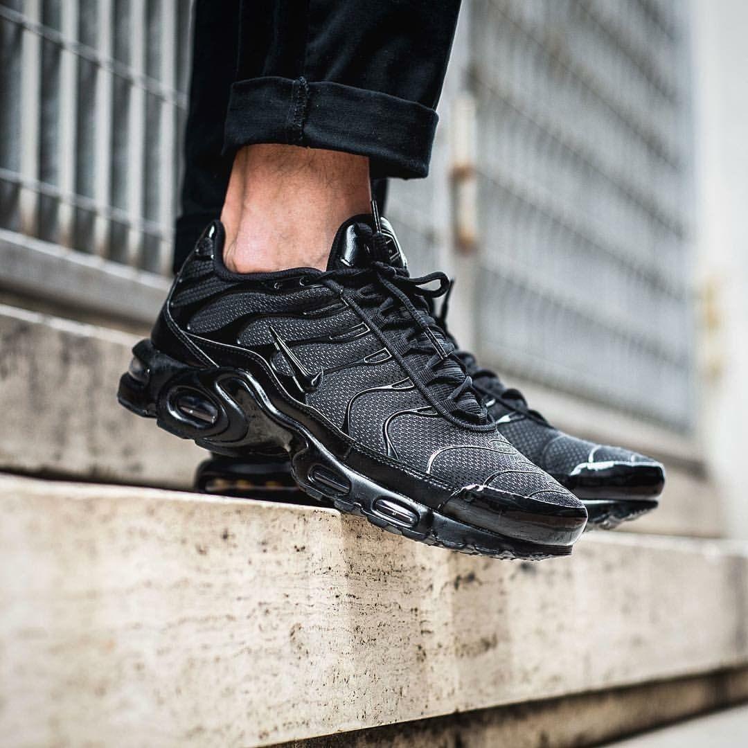 Nike Air Max Plus TN: Triple Black