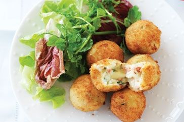 Bacon and cheese croquettes- so close to the recipe i've been searching for! YAY!