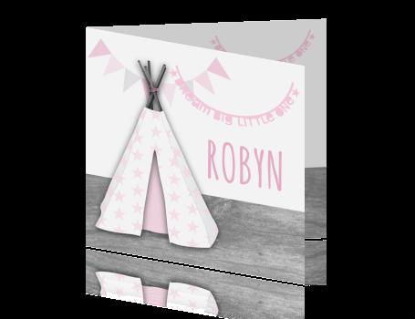 Een hip en stoer geboortekaartje met een tipi, letterslinger, houtprint en sterren. Pas zelf de teksten aan.