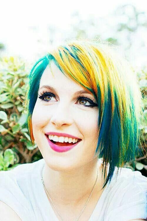 Hayley Williams I Dont Understand How She Makes Rainbow Hair Look