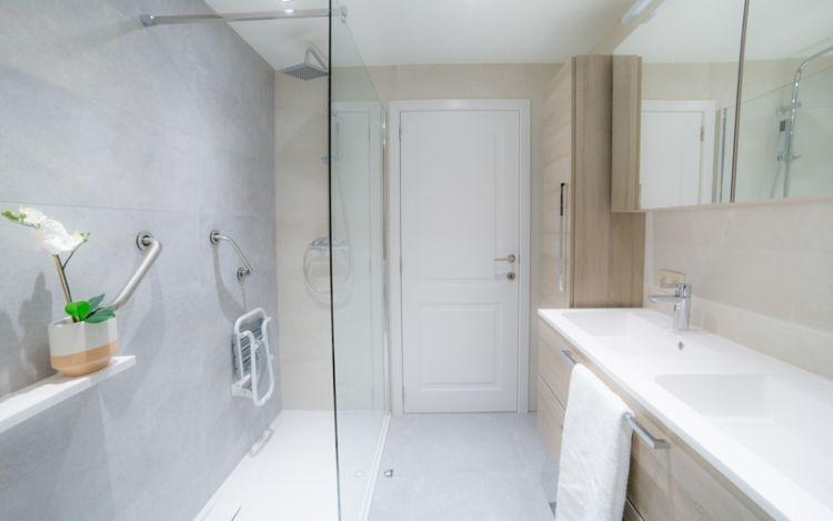 Gerenoveerde Badkamer Aangepast Voor Mindervaliden