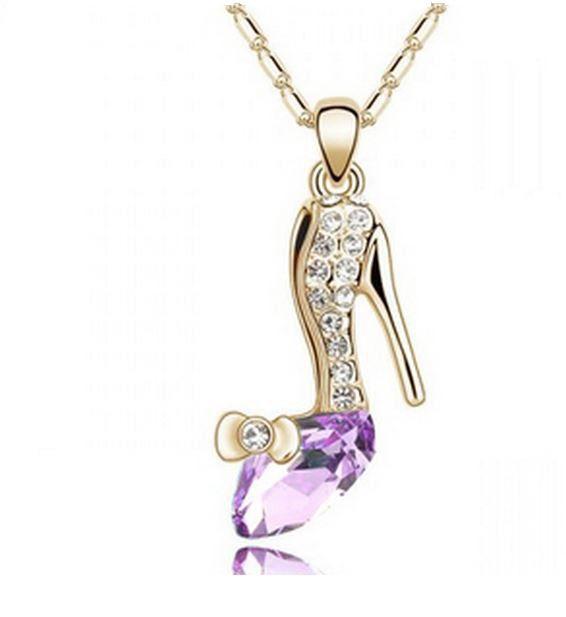 Collier pour femme motif escarpin plaqué or avec crystal