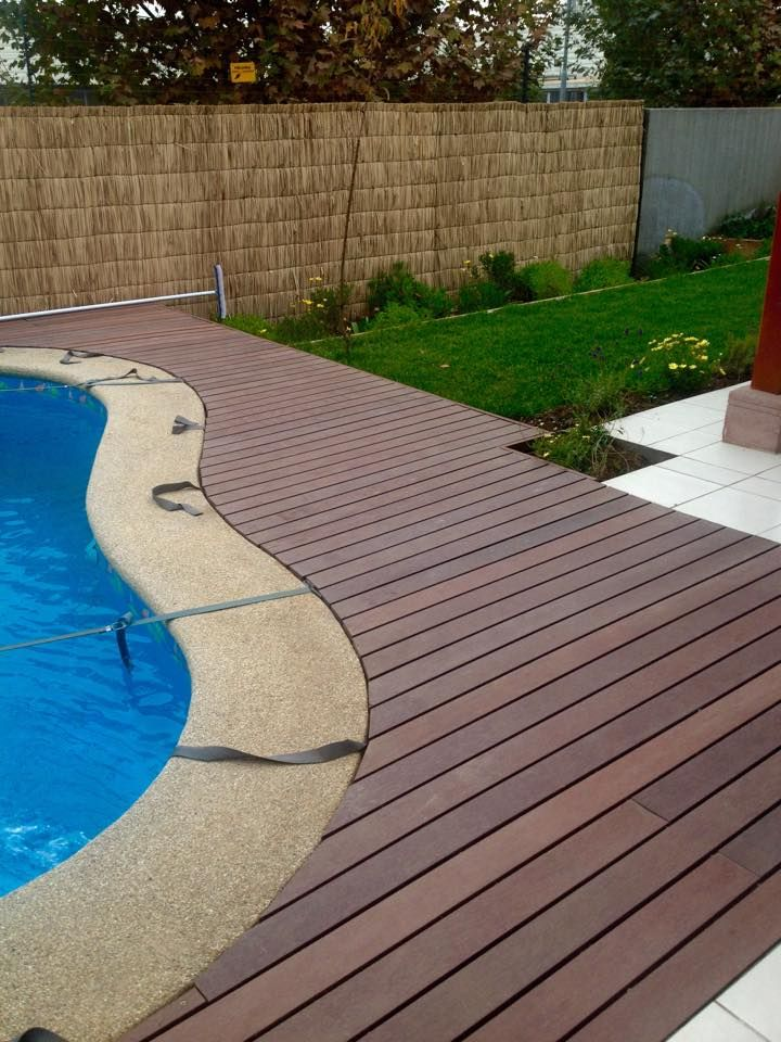 Deck de piscina en madera pl stica tribu tents and trend - Piscinas de madera semienterradas ...