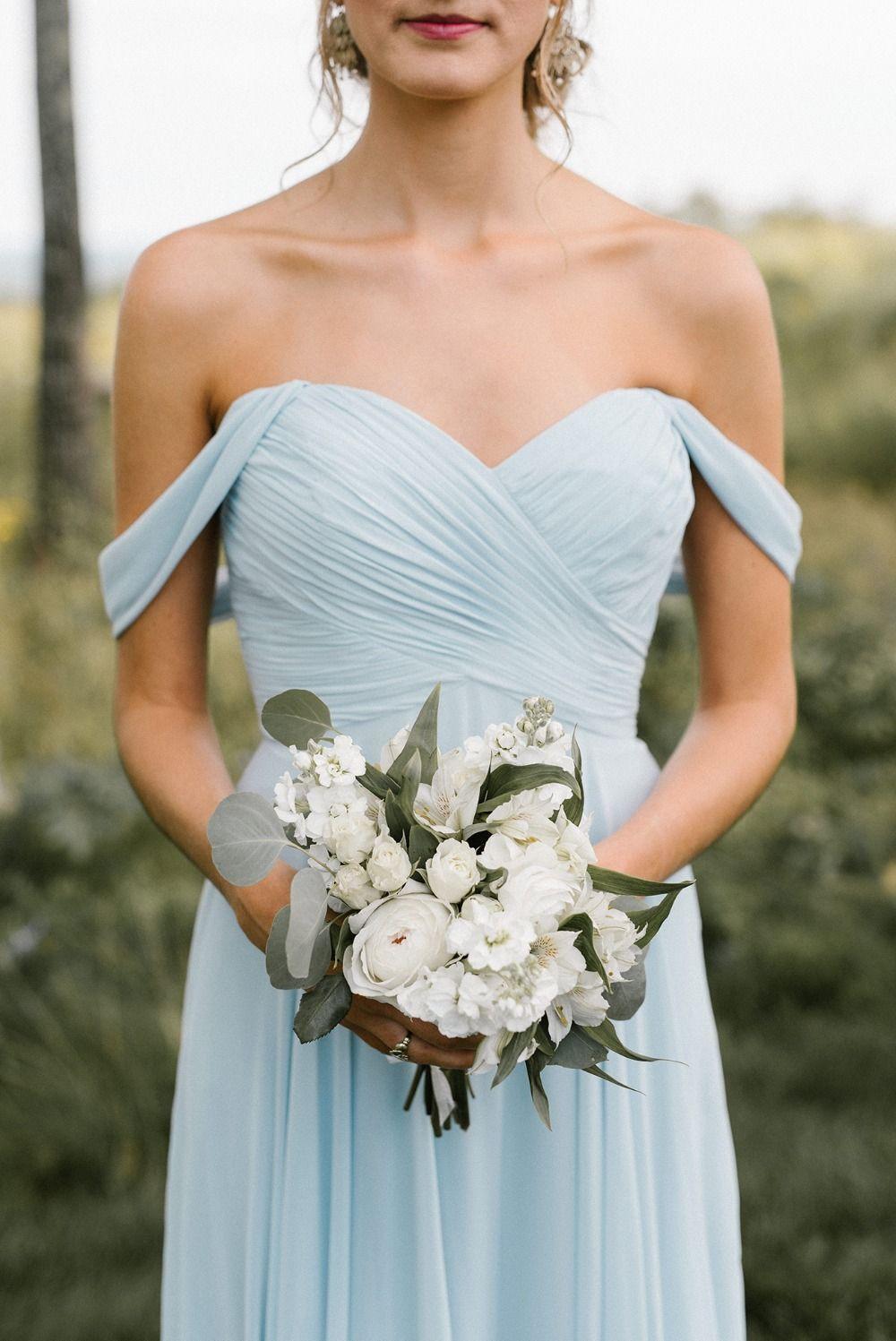 Elegante boda elegante de verano en azul y blanco en Beech Hill Barn  – Boda