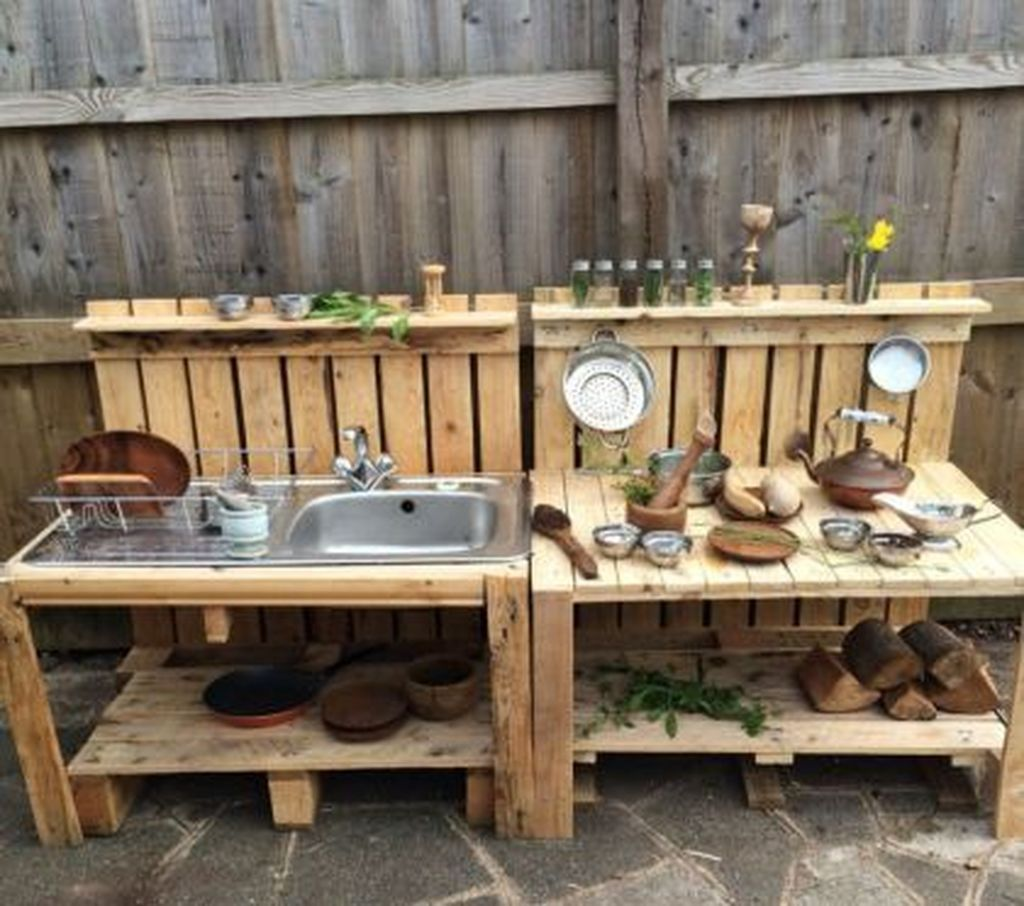 Awesome 47 Brilliant Bar Designs For Outdoor Space More At Https Homyfeed Com 2018 10 31 47 Brilliant Bar De Diy Mud Kitchen Mud Kitchen Diy Outdoor Kitchen
