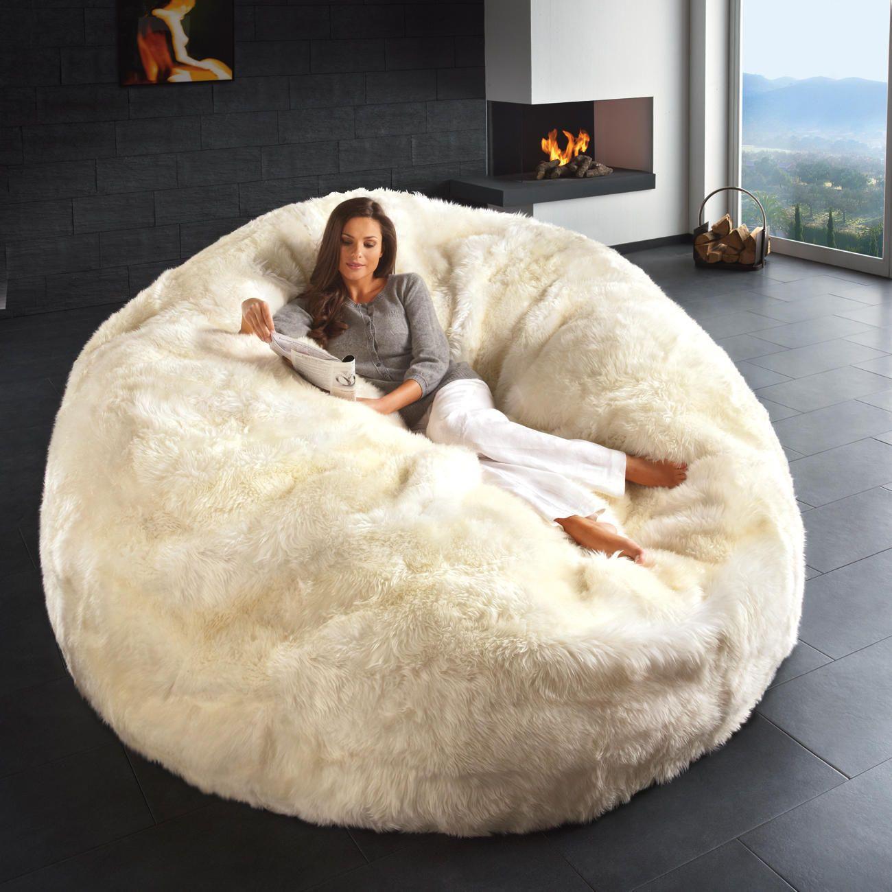 lammfell-sitzsack oder gigantischer lammfell-sitzsack | random, Wohnzimmer dekoo