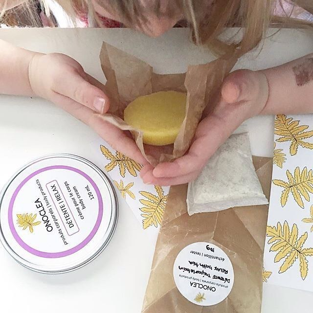 What a pleasure to see Jane from @sustainmycrafthabit and her little one opening up their delivery of natural body products! I love seeing this…