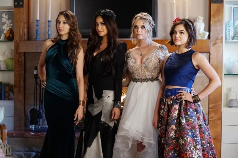 Easy 'Pretty Little Liars' Prom-Inspired Halloween Costume Ideas For You & Your Squad