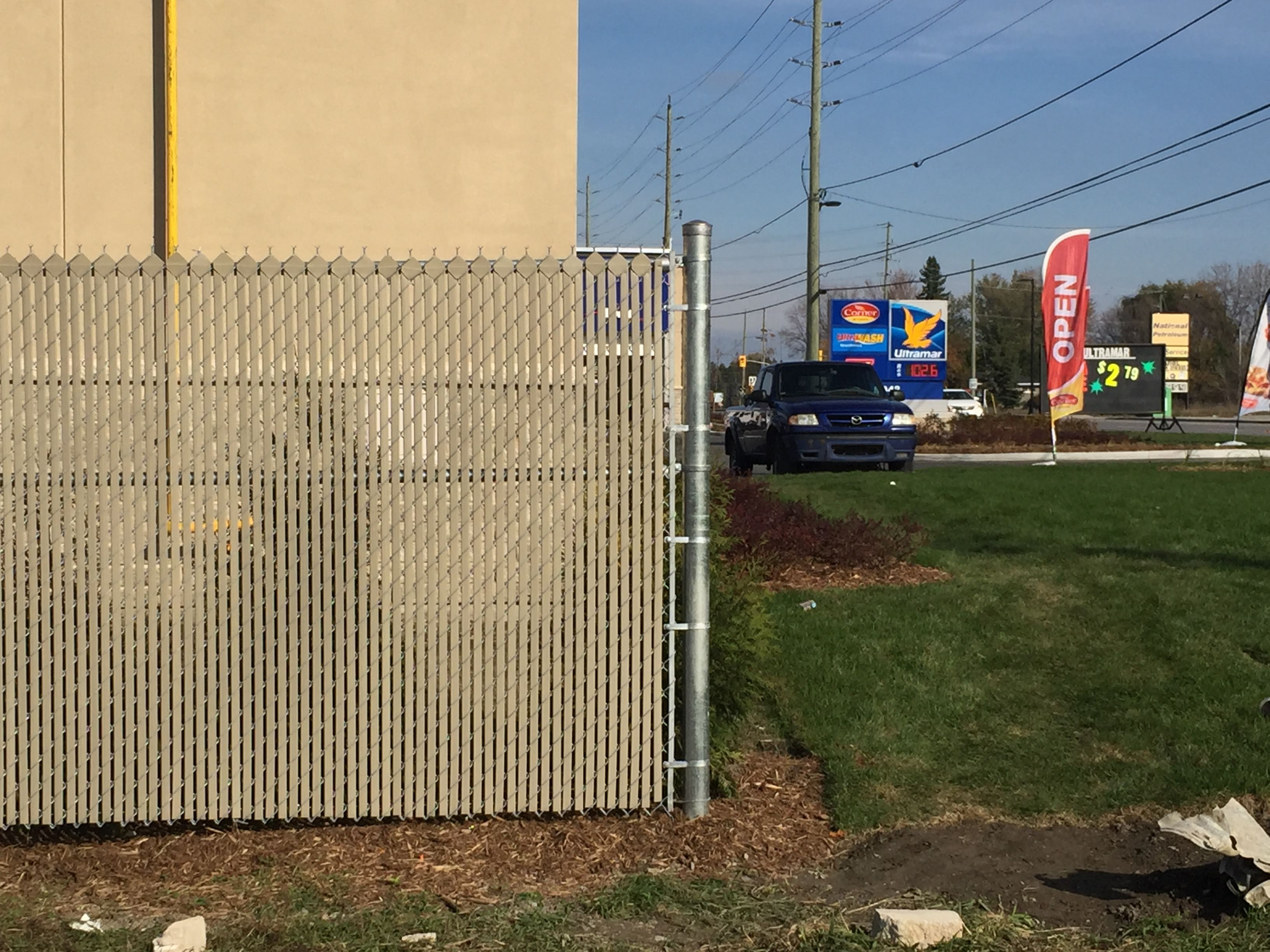 Privacy screen for chain link fence sears - Chain Link Fence With Privacy Fence Slats