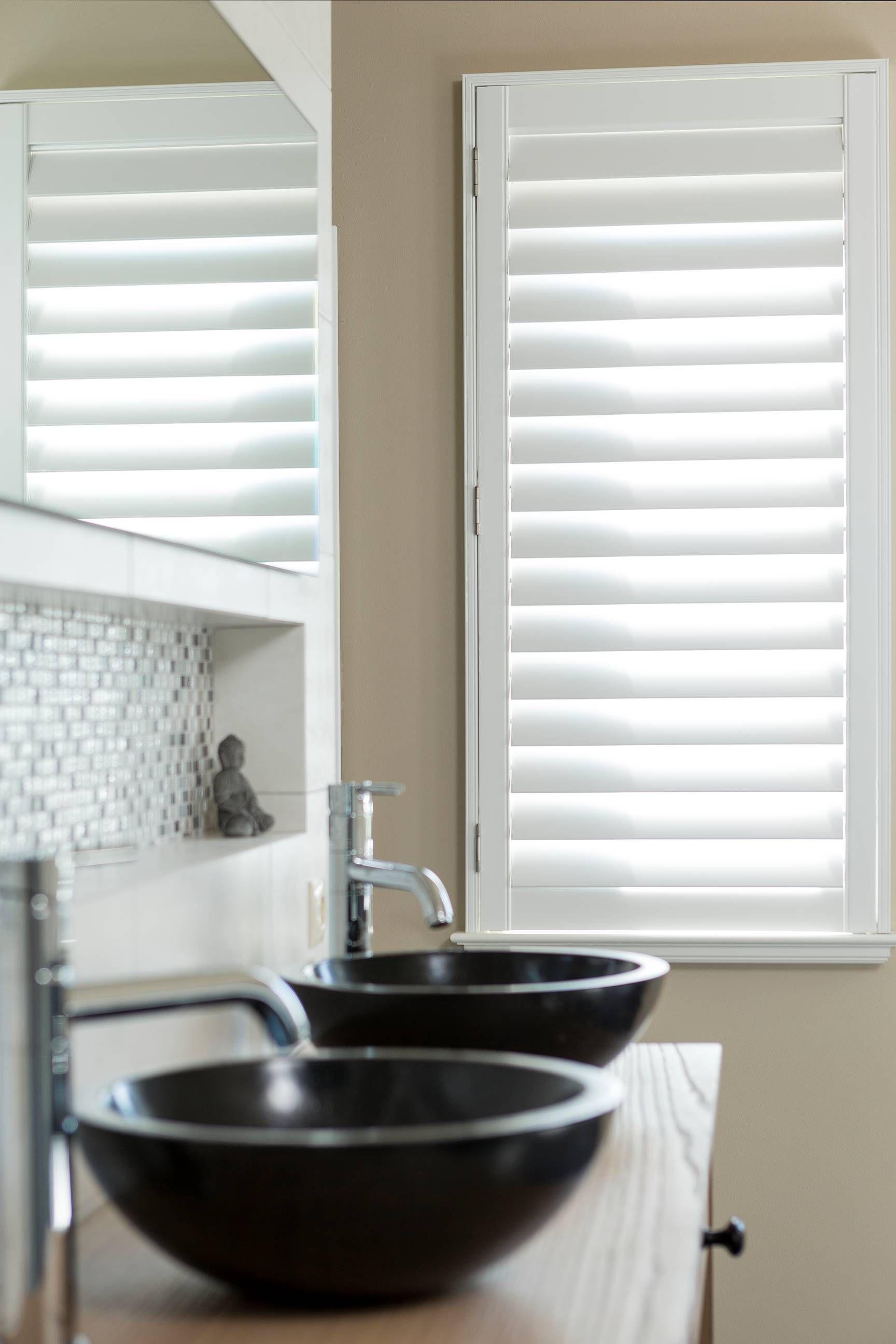 Op zoek naar raamdecoratie voor in uw badkamer? Shutters uit de ...
