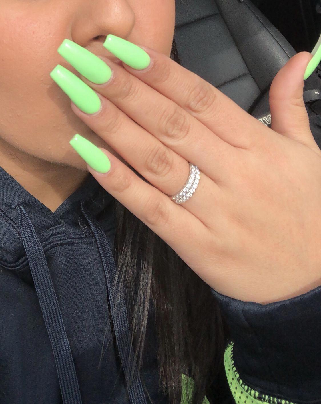 ig/twitter/snapchat/ Alexisreyes711 Long, green acrylic nails with gel color. #b… – Nails