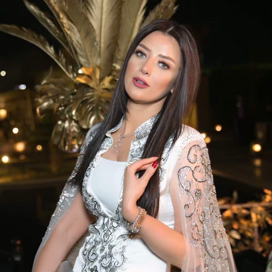 Radwa El Sherbiny Posted On Instagram ٧ مليون حب فى قلبى ليكم See All Of Radwaelsherbiny S Photos And Videos On Beauty Full Girl Elle Magazine Women