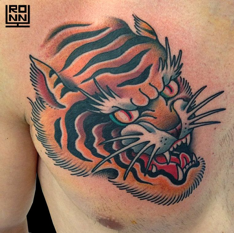 Tatuaje tigre a color en el pecho #Tatuaje #TatuajeBrazo