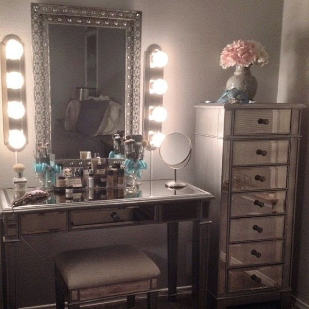 25 DIY Vanity Mirror Ideas with Lights Makeup vanity