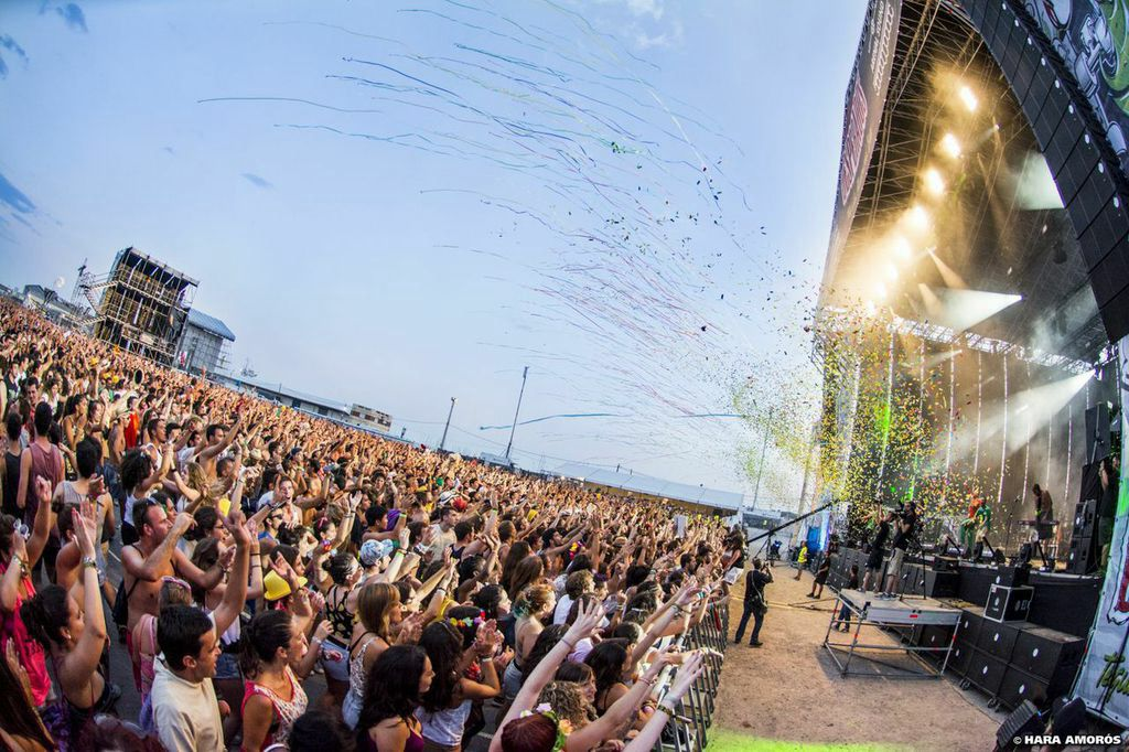 Explosión de colores y música!! #lapegatina #arenal2014 #arenalsound #festival #party Foto de Hara Amorós