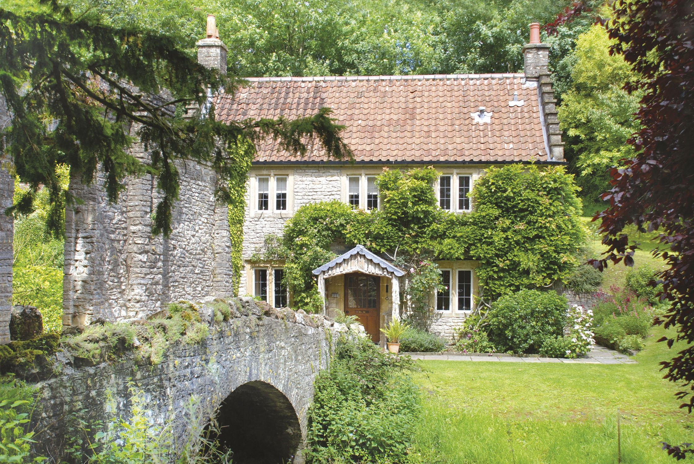 A Luxury Two Night Stay For Six In The Gardener S Cottage Ston Easton Park Hotel Somerset In 2020 Country Cottage Living Cottage Luxury Hotel Room