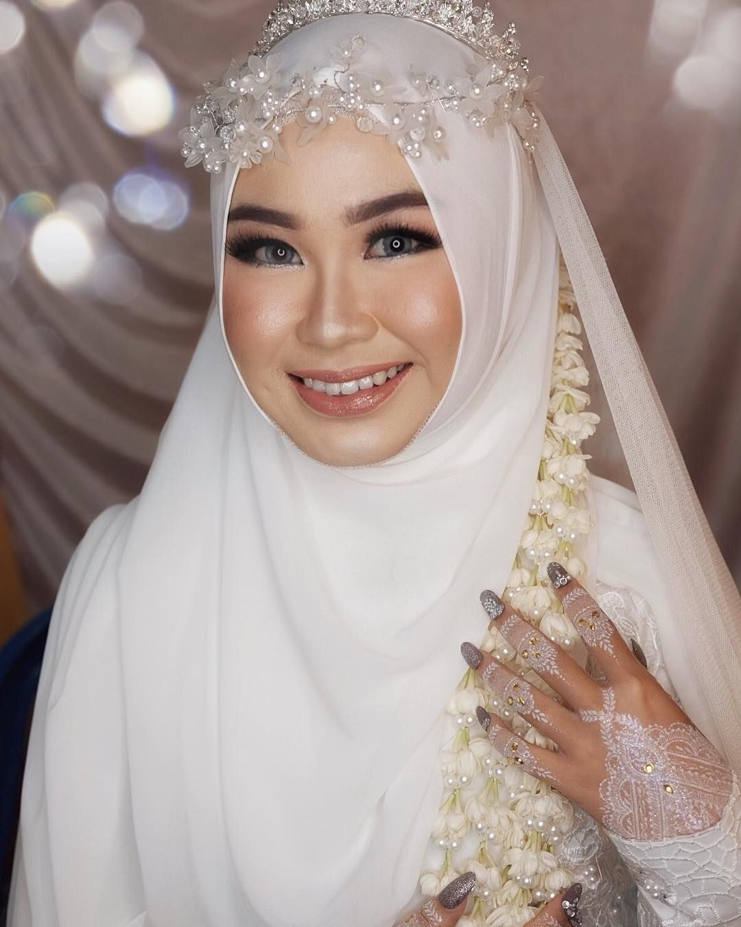 Akad Nikah Novi Makeup Gown Frizka Alam Hijab Style Wulanpuspitas Henna Art Akad Nikah Novi Mak Wedding Hijab Styles Nikah Dress Muslim Wedding Dresses