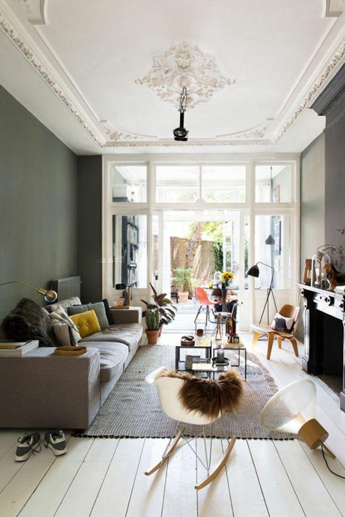 moulures decoratives et corniche plafond dans le salon moderne