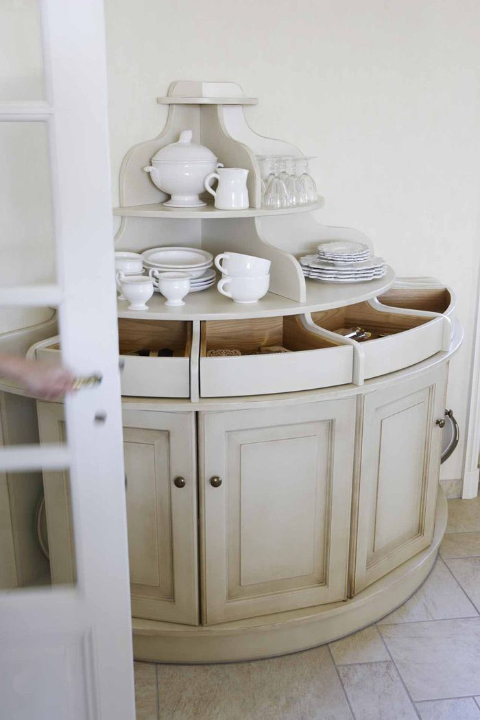 une cuisine exploitant toute la hauteur de la pi ce meuble d 39 angle rangement couverts petits. Black Bedroom Furniture Sets. Home Design Ideas
