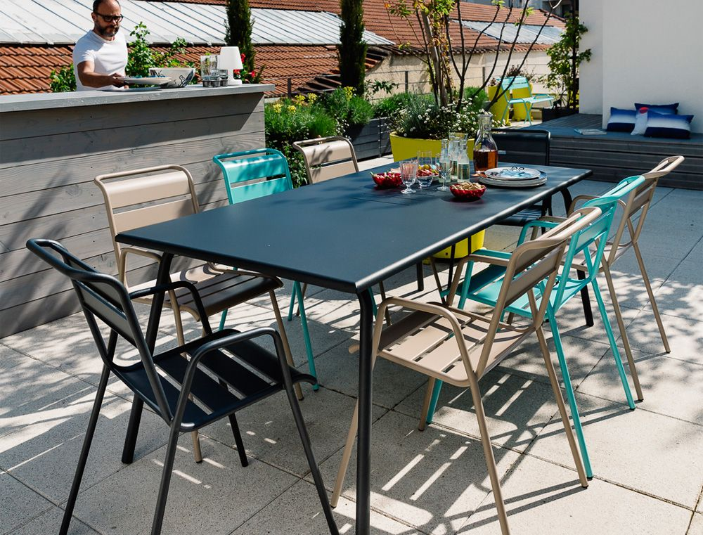 Outdoor lounge monceau fermob photo 2 photo credit stephane rambaud table de jardin - Tafel monceau fermob ...